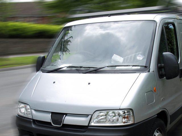 Autoglas / PKW / LKW / Busse